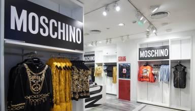 26d7db51d26 Με ένα φαντασμαγορικό πάρτυ η H&M γιόρτασε την πολυσυζητημένη νέα συλλογή,  η οποία είναι εμπνευσμένη από τα θρυλικά 90s, Μoschino [tv] H&M στο  κατάστημα της ...