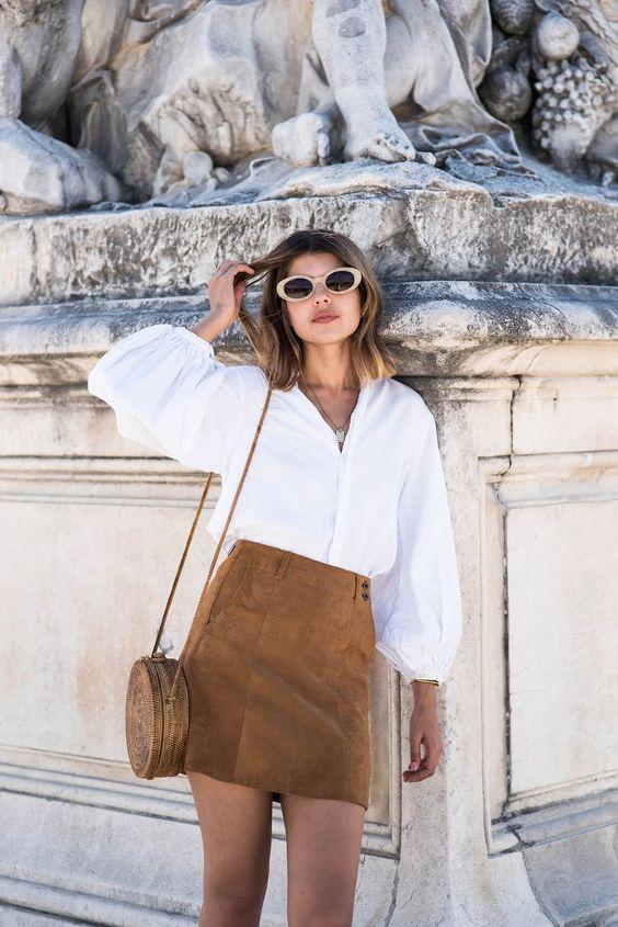 7078d26609 Αν θέλεις να ντύνεσαι σαν French girl θα πρέπει να έχεις σίγουρα ένα λευκό  και αέρινο πουκάμισο για να το συνδυάζεις με το αγαπημένο σου τζιν και με  τις ...